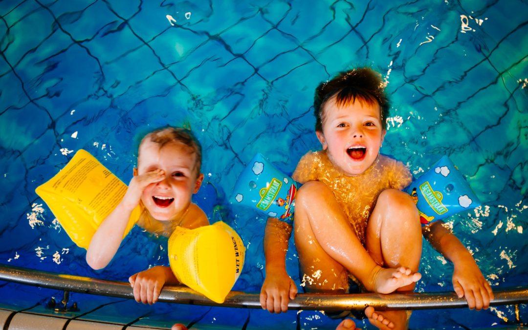 Hogyan befolyásolja a szülői jelenlét a gyermek viselkedését úszásoktatás során?