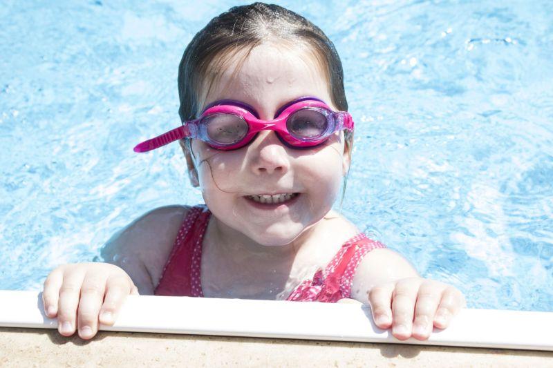 kis csoportos gyermek úszásoktatás